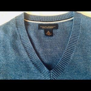 Banana Republic merino wool blue Vneck size Med